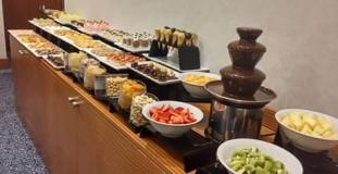 Dessert buffet continents