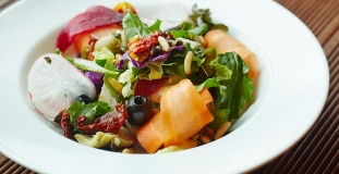 rocket-leaves-and-vegetable-with-pine-nuts,-cherry-vinaigrette-dressing